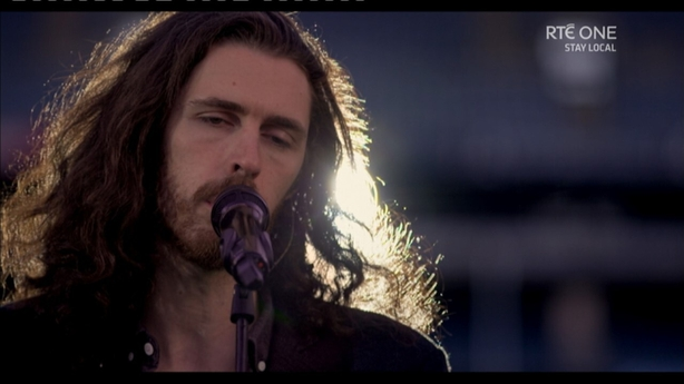 Hozier performed a heart-stopping rendition of Bridge Over Troubled Waters