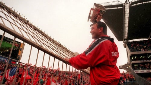 Jimmy Barry Murphy raises the Liam MacCarthy to Hill 16 in 1999