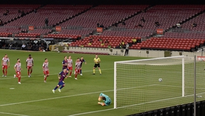 Lionel Messi scores from the spot