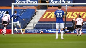 Gylfi Sigurdsson puts Everton 2-0 up from the penalty spot