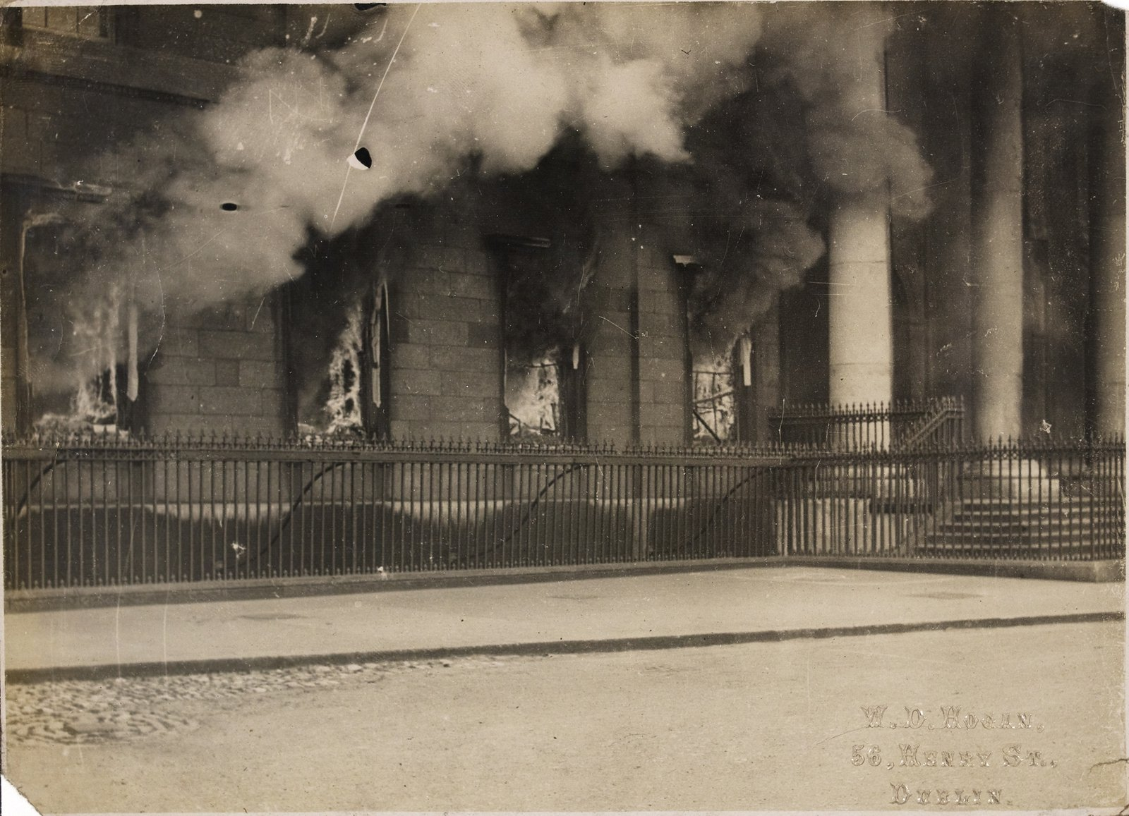 Image - The Customs House on fire in June 1921. Photo: National Library of Ireland