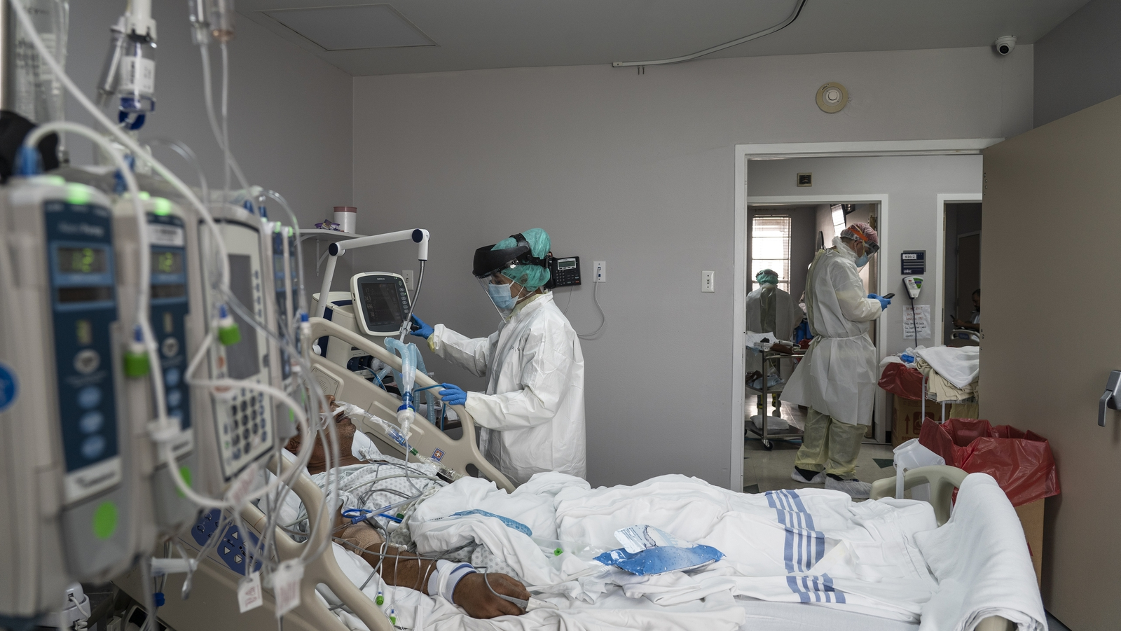 US reporting record surge of coronavirus cases
