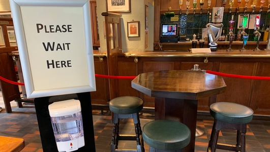 Pubs speak of 'full-blown crisis' as re-opening delayed