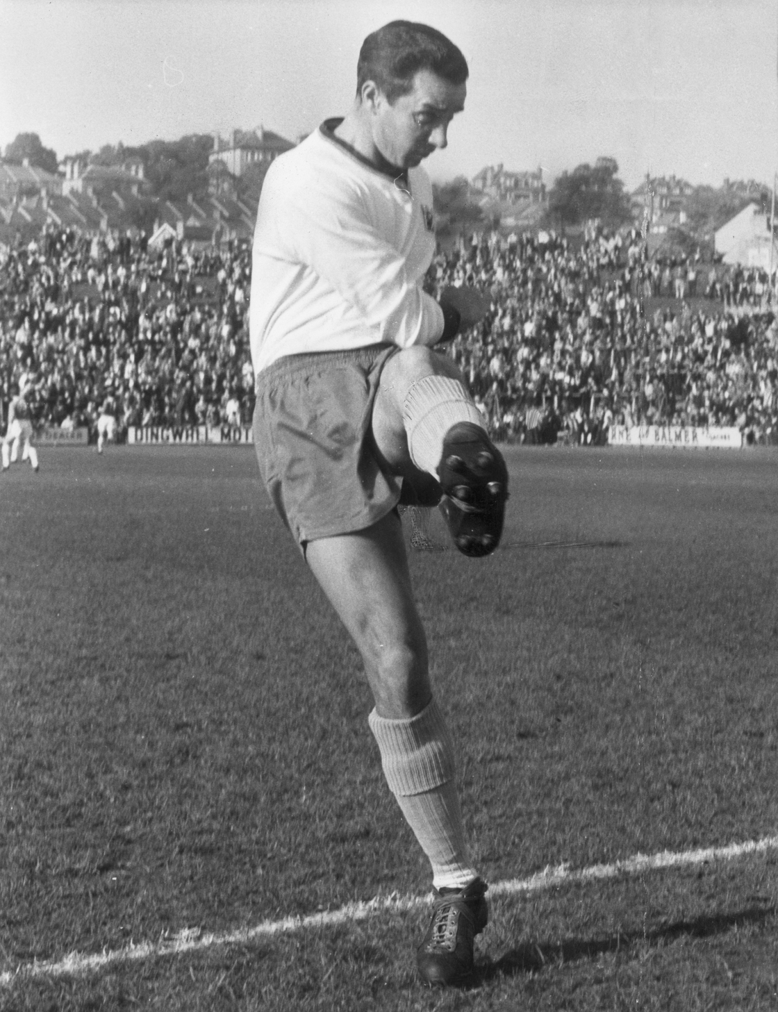 Image - Ronnie Allen as Crystal Palace captain in 1963