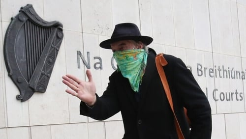 Ian Bailey arriving at the High Court in Dublin today (pic: Rollingnews.ie)