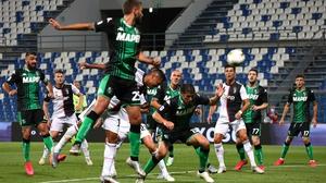 Alex Sandro scores Juve's third goal with a header