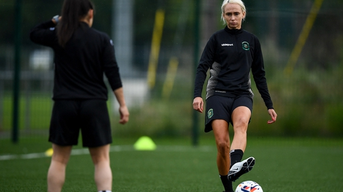 Republic of Ireland international Stephanie Roche (R) will line out for Peamount United this season