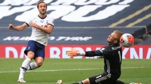 Harry Kane (L) scores past Leicester City goalkeeper Kasper Schmeichel