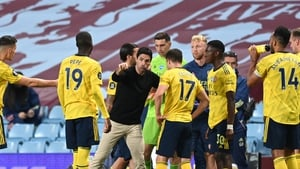Arteta giving instructions to his players in the defeat to Aston Villa on Tuesday