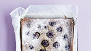 Blackberry and Pistachio Cake
