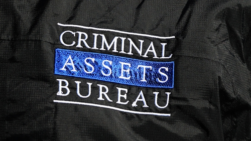 The Criminal Assets Bureau was assisted by the Emergency Response Unit, the Garda Stolen Car Unit and the Revenue Dog Unit