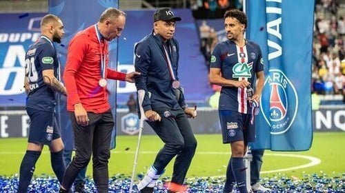 Kylian Mbappe leaves the Stade de France on crutches