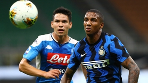 Napoli's Hirving Lozano and Inter Milan's Ashley Young in action