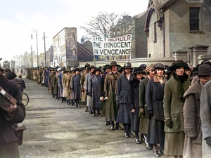 Women protesting outside Mountjoy in 1920. Image colourised by John Breslin