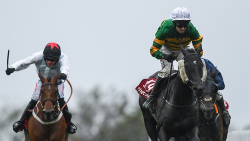 Early Doors (R) with Mark Walsh up, en route to winning the Galway Plate