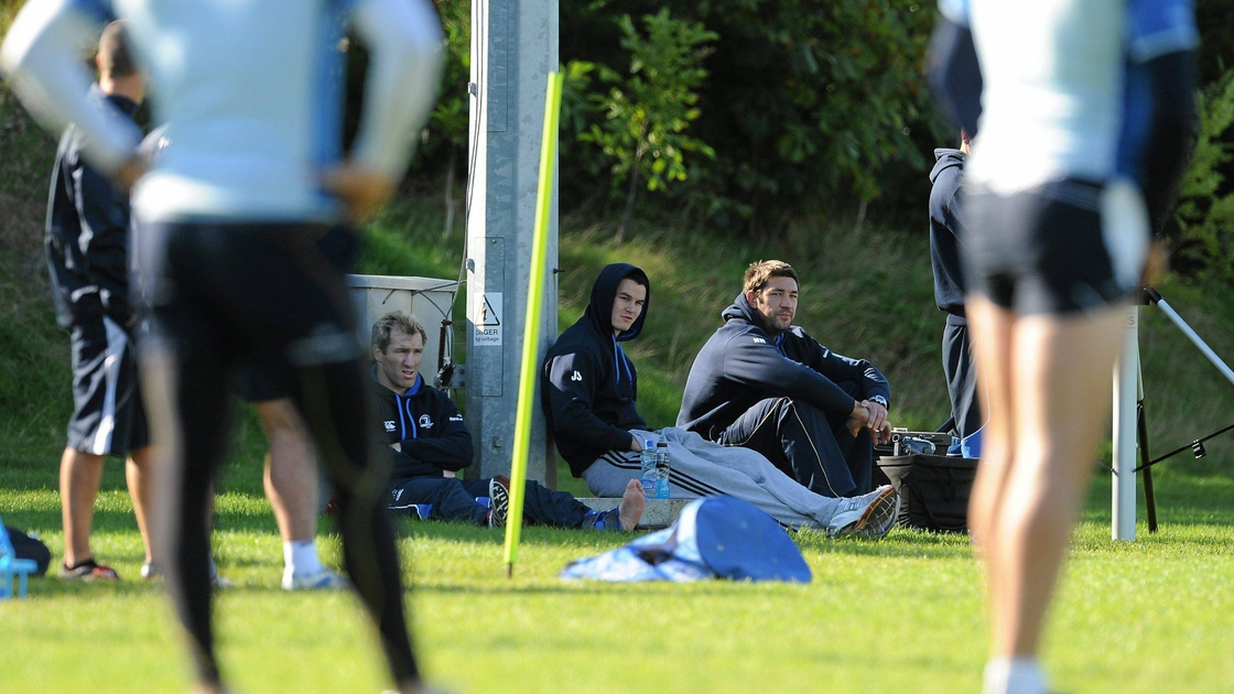 Image - Shaun Berne, Jonathan Sexton and Nathan Hines watch on during a 2010 training session