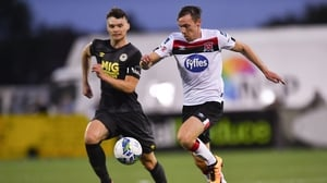 David McMillan of Dundalk in action against Luke McNally of St Patrick's Athletic