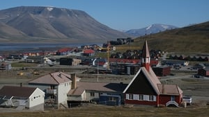 However, the downside to the heatwave can be seen in the lack of snow on the mountains in the Svalbard archipelago in northern Norway
