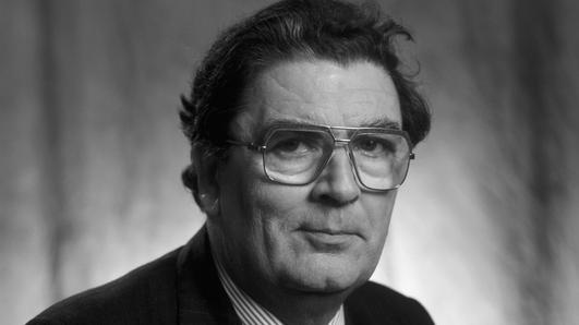 Mír ón Chartlann - Áine Dinny Ní Ghallchóir ag caint le John Hume i 1975.