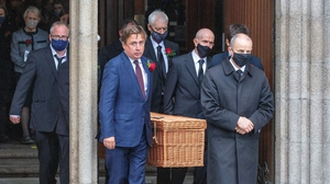 John Hume Junior (C) helps carry his father's coffin