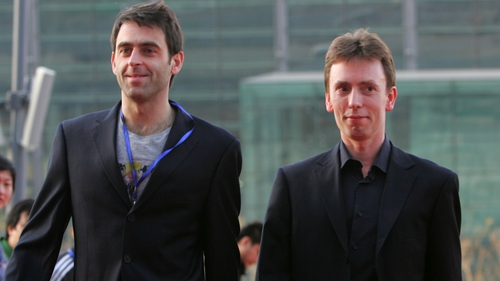 Ronnie O'Sullivan (L) and Ken Doherty