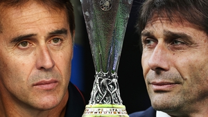 Julen Lopetegui of Sevilla FC (L) and Inter Milan Head Coach Antonio Conte