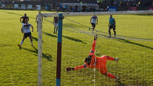 David McMillan fired home Dundak's second from the spot