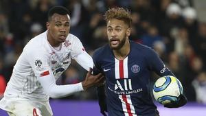 Gabriel Magalhaes (L) in action for Lille against PSG's Neymar last November