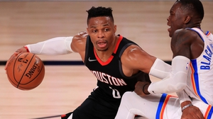 Russell Westbrook drives to the basket