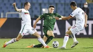 Callum O'Dowda (C) is tackled by Anton Nedyalkov (L) and Georgi Kostadinov of Bulgaria