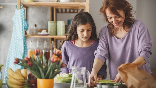 Practical tips for parents on how toplanschoollunches that are focused on their children's needs while avoiding food waste.