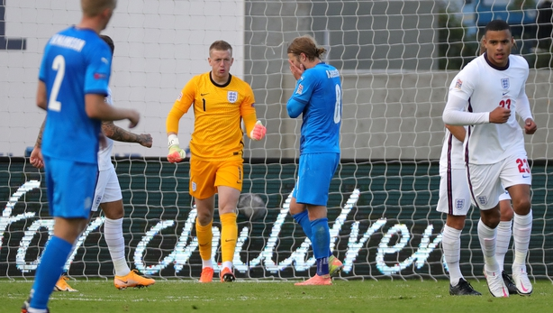 Le penalty tardif de Sterling aide l'Angleterre à remporter la victoire  - Foot 2020