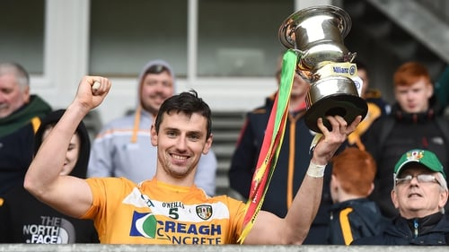 Simon McCrory lifting the Division 2a trophy