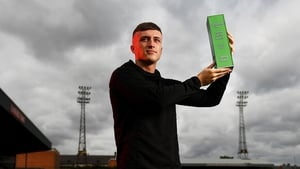 Danny Grant with his SSE Airtricity SWAI Player of the Month award