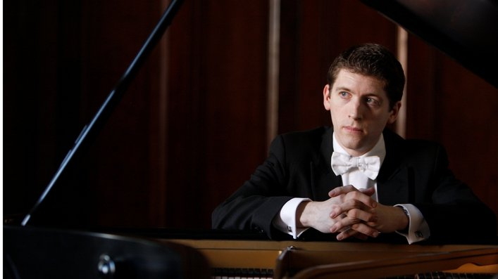 Finghin Collins directs the RTÉ NSO LIVE | Fri 7pm