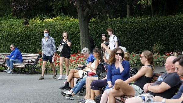 People enjoying St Stephen's Green in Dublin this afternoon (Pic: RollingNews.ie)
