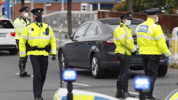 A garda checkpoint on Dolphin's Barn Road this morning (Pic: RollingNews.ie)