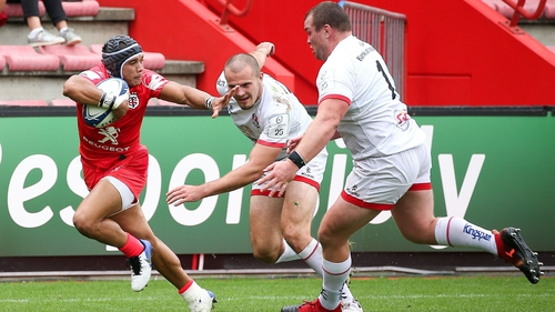 Toulouse winger Cheslin Kolbe breaks through the Ulster defence