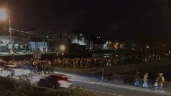 An image circulated on social media of hundreds of people gathering in Galway city last night (Pic: Twitter/Eddie Hoare)