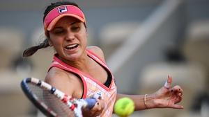 Sofia Kenin returns the ball to Irina Bara on the way to victory