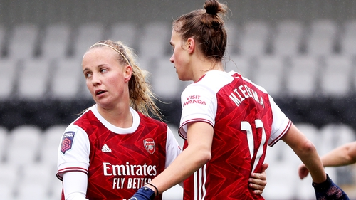 Vivanne Miedema celebrates with Beth Mead