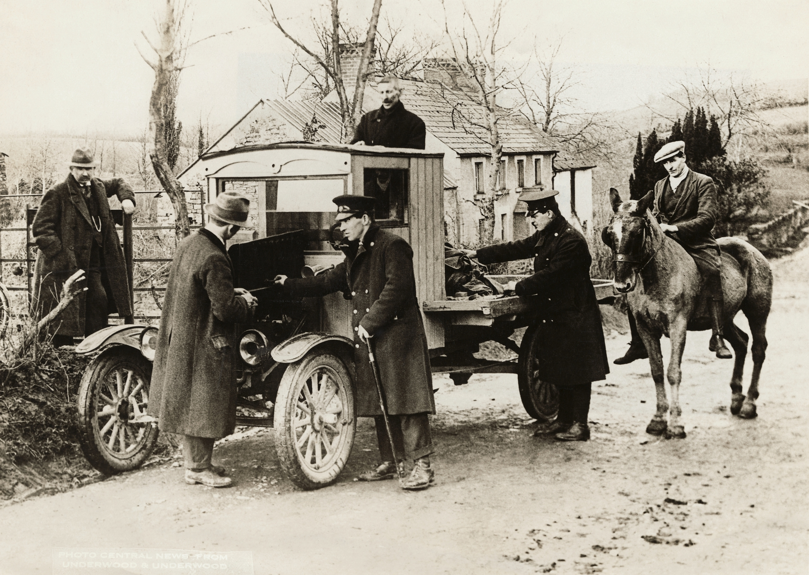 Image - A check on the border in the 1920s. Photo: George Rinhart/Corbis via Getty Images