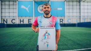 Sergio Aguero tries on the winning kit