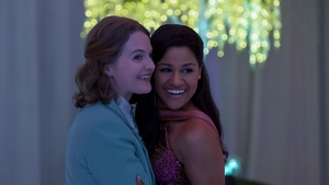 (L-R) - Jo Ellen Pellman and Ariana DeBose as Emma and Alyssa