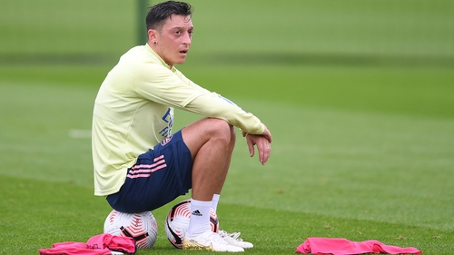 Mesut Ozil is eager to play in either Turkey or the US