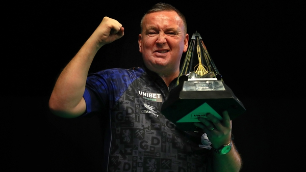 Glen Durrant hoists the Premier League trophy aloft