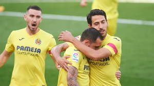 Former Valencia pair Dani Parejo (r) and Paco Alcacer (c) helped the Yellow Submarine sink their provincial rivals