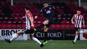 Jordan Flores of Dundalk scores his side's second goal