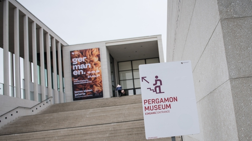 Police believe the vandalism occurred on 3 October during opening hours at the Pergamon Museum, Neues Museum and Alte Nationalgalerie