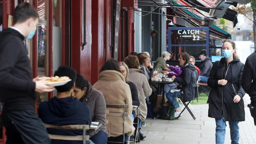 Businesses can apply for grants to help with outdoor seating (pic: RollingNews.ie)